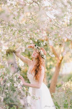"""Enchanted Garden"" (Spring wedding inspiration shoot) ~photography by Jenny Sun Photography Trendy Wedding, Perfect Wedding, Wedding Day, Hair Wedding, Spring Wedding Inspiration, Garden Inspiration, Spring Photos, Flower Girl Hairstyles, Enchanted Garden"