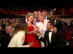 Ellen DeGeneres takes a selfie at the Oscars Cannes, Jessica Adams, Oscars 2014, Friend Jokes, The Ellen Show, Love Quotes Funny, Funny Pictures With Captions, Ellen Degeneres, Funny Tweets