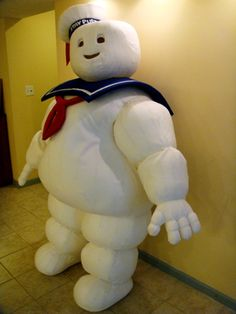Detailed build-shots of a 6' Stay Puft Costume (plus a huge 12' Stay Puft, too!)