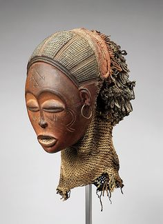 Pwo mask Chokwe peoples Angola 19th c Private collection exhibition heroic africans - metropolitain museum of art