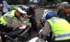 TERNYATA !! Polisi Tidak Berhak Menilang Kendaraan yang Pajaknya Sudah Mati