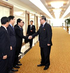 조선로동당대표단 윁남, 인도네시아방문을 위하여 출발-《조선의 오늘》
