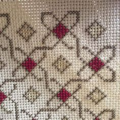 Hand Embroidery Patterns, Ribbon Embroidery, Cross Stitch Embroidery, Embroidery Designs, Sewing Patterns, Cross Stitch Designs, Cross Stitch Patterns, Cross Stitch Geometric, Cross Stitch Cushion