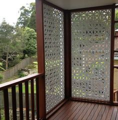 Outdoor Privacy Screen – There is no feeling as great as having a backyard, garden or a patio where you can spend quality time alone or with your friends. No matter how comfortable the furniture is or how the green the color of the grass is, if there is no privacy, you can't feel relaxed. In order to increase the privacy level, you can add one or more privacy screens. You can also build them yourself.