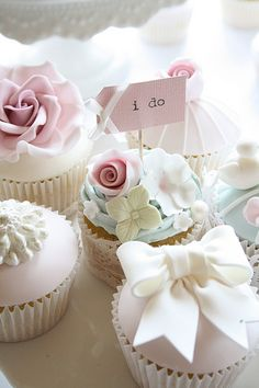 (via cute cupcakes by Cotton and Crumbs via ❤ Muted, Subtle, & Soft Colors ❤ Cupcakes Bonitos, Cupcakes Lindos, Cupcakes Amor, Tolle Cupcakes, Flowers Cupcakes, Pretty Cupcakes, Beautiful Cupcakes, Yummy Cupcakes, Cupcake Cookies