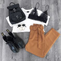 2019 Priceless Babe styling our FAVE new pants! Cute Casual Outfits, Outfits For Teens, Stylish Outfits, Fall Outfits, Summer Outfits, Teen Fashion, Cute Fashion, Fashion Outfits, Skater Fashion