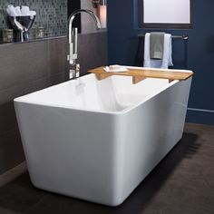 The deep soak design and simple style of the Sedona Freestanding Tub brings soul-enriching comfort and peaceful beauty to any bathroom.