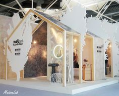 structures with unusual support Exhibition Stand Design, Exhibition Display, Exhibition Space, Kiosk Design, Display Design, Retail Design, Display Ideas, Expo Stand, Showroom Design
