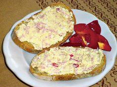 Tvarohová pomazánka se salámem - recepty a vaření Poslirecept.cz Canapes, Ham, Recipies, Food And Drink, Eggs, Cheese, Cooking, Breakfast, Recipes
