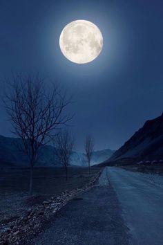 Stars Night, Good Night Moon, Stars And Moon, Moon Dance, Moon Photos, Full Moon Pictures, Shoot The Moon, Moon Photography, Beautiful Moon