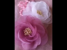Diy Lace Ribbon Flowers, Organza Flowers, Cloth Flowers, Fabric Roses, Kanzashi Flowers, Diy Ribbon, Ribbon Crafts, Flower Crafts, Baby Hair Bands