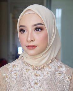 Glam Makeup Look, Bridal Makeup Looks, Beauty Makeup, Kebaya Wedding, Wedding Hijab, Hijab Makeup, Hair Makeup, Bride Makeup Natural, Weeding Makeup