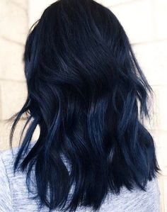 20 Coolest Blue Black Hair Shades - Chicbetter Inspiration for Modern Women - Haare und Coolest Blue Black Hair Shades - chic better Midnight Blue Hair, Navy Blue Hair, Hair Color For Black Hair, Cool Hair Color, Dyed Black Hair, Black Hair With Blue Highlights, Black To Blue Ombre, Dark Hair With Color, Blue Hair Colors