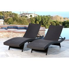 Make your outdoor sitting area more comfortable and stylish with this Abbyson Living wicker chaise set, an attractive pair that all your guests will be sure to love. The powder-coated iron frames let these chairs last for years.