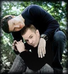 David Boreanaz & James Marsters ~ Buffy The Vampire Slayer and Angel Slash Fiction, Buffy Im Bann Der Dämonen, Penn And Teller, Buffy Summers, David Boreanaz, Buffy The Vampire Slayer, Spike Buffy, Joss Whedon, Alyson Hannigan