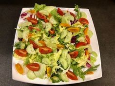 Sałatka nicejska z kurczakiem - Blog z apetytem Vegetable Pizza, Zucchini, Vegetables, Blog, Vegetable Recipes, Blogging, Veggies