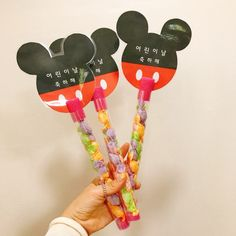어린이집 어린이날 선물미키 요술봉 만들기 이제 어린이날 준비를 해야하죠? 진짜 이것저것 뭐할까 매년 고... Baby Art, Working With Children, Art For Kids, Minnie Mouse, Diy And Crafts, Wraps, Gift Wrapping, Gifts, Decor