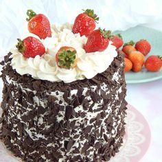 Tarta de coco y dulce de leche / Miicakes No Bake Desserts, Delicious Desserts, Dessert Recipes, 6 Cake, Cupcake Cakes, I Love Chocolate, Chocolate Cake, Cake Decorating Frosting, Love Is Sweet