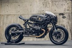 "BMW R nine T:: ""The Bavarian Fistfighter"":: Rough Crafts. 