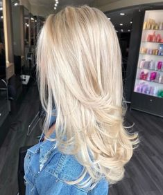 Shop our online store for blonde hair wigs for women.Blonde Wigs Lace Frontal Hair Glueless Lace Front Wigs From Our Wigs Shops,Buy The Wig Now With Big Discount. Ash Blonde Short Hair, Long Platinum Blonde, Brown To Blonde Ombre, Honey Blonde Hair, Blonde Wig, Blonde Balayage, Blonde Hair With Pink, Lilac Hair, Yellow Hair