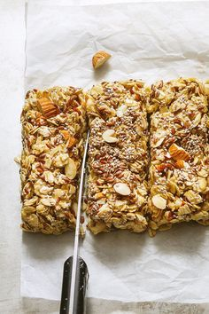 No-Bake Chewy Granola Bars With Almonds, Flax and Chia Seeds