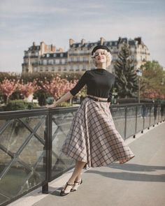 Bettyberry - a good look - vintage Vintage Style Outfits, Chic Outfits, Vintage Dresses, Fashion Outfits, Retro Outfits 1950s, Moda Vintage, Vintage Mode, Vintage Pink, Moda Mormon