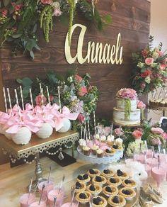 Fiesta bridal shower cake dessert bars 42 Ideas for 2019 Bridal Shower Desserts, Bridal Shower Tables, Bridal Shower Rustic, Gold Candy Buffet, Vintage Dessert Tables, Brunch Decor, Brunch Ideas, Pink Desserts, Birthday Brunch