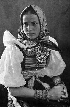 SLOVAKIA Fenomenal Slovak photographer of slovakian old world. Folk Costume, Costume Dress, Art Populaire, People Of The World, Historical Photos, Traditional Dresses, Old World, Vintage Pictures, Album