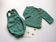 Con hilos, lanas y botones: Pelele de punto para bebé (patrón gratis) Little Baby Girl, Little Girl Dresses, Little Babies, Baby Girls, Knitting For Kids, Baby Knitting Patterns, Crochet Baby, Knit Crochet, Duct Tape Crafts