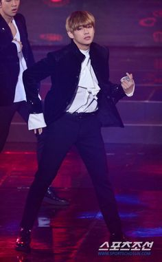 V BTS 6th Gaon Chart Music Awards