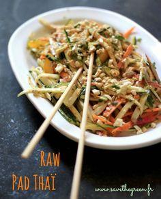 Raw Pad Thaï : la salade crue thaïlandaise. 1 recette parfaite en été comme en hiver, pour introduire plus de cru dans vos menus et pour étonner vos invités