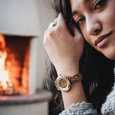 Sexy, elegantné, ženské, štýlové, originálne, jedinečné,... Dámske hodinky Jenni od značky LAiMER už nedáte z ruky!   #laimer #love #women #woman #womanstyle #fashion #womanfashion Wood Watch, Modeling, Swarovski, Watches, Outfit, Sexy, Accessories, Fashion, Wooden Clock