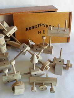 Construction russe . Très proche de celui-ci, plus connu : http://www.pinterest.com/pin/11962755233346381/