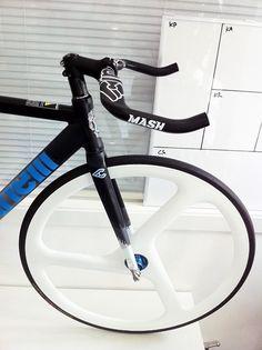 www.fluxbikes.es Tienda especializada Fixed Gear Bikes y accesorios Fixie.