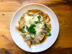 A chilaquiles private lesson with Rick Bayless Chef Recipes, Mexican Food Recipes, Soup Recipes, Dinner Recipes, Healthy Recipes, Ethnic Recipes, Copycat Recipes, Chilaquiles Recipe