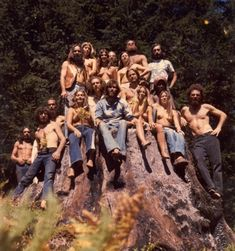 Hippie commune group photo, That's what we were going to do. Talked about it all the time. Hippie Man, Hippie Peace, Happy Hippie, Hippie Love, Hippie Gypsy, Hippie Style, 1970s Hippie, Gypsy Soul, Beatles