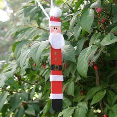 Craft Stick Santa Claus by @amandaformaro