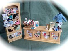 Casa de muñecas miniaturas tejer / por LittleHouseAtPriory en Etsy