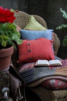 Your Home: Interior design trends 2017 - A Residence Pillow Room, Living Room Pillows, Living Room Decor, Living Rooms, Diy Pillows, How To Make Pillows, Decorative Pillows, Pillow Ideas, Garden Nook