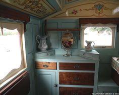 English Gypsy caravan, Gypsy wagon, Gypsy waggon and vardo: for sale Gypsy Trailer, Gypsy Caravan, Caravan Decor, Caravan Ideas, Camper Ideas, Gypsy Wagon Interior, Caravan Living, Gypsy Home, Tiny Camper
