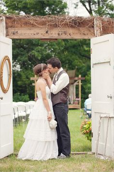 DIY vintage wedding ... you guys must click on the image to view the whole wedding photoset & story, it's so cute!