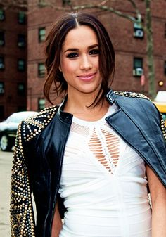 Actress Meghan Markle's Beauty Must-Haves and Travel Tips: Daily Beauty Reporter : On USA's Suits, Meghan Markle plays smart, driven almost-lawyer Rachel Zane. In real life, the actress is a bit more laid-back. I spoke to her about her beauty routine, he Meghan Markle Suits, Meghan Markle Hair, Actress Meghan Markle, Meghan Markle Style, Beauty News, Beauty Trends, Suits Mike And Rachel, Suits Meghan, Chignon Bouffant