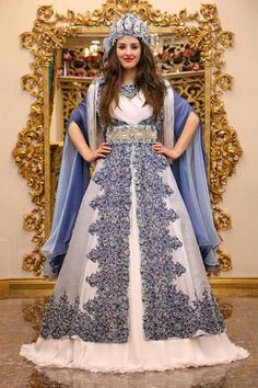 Dikiş Evi & Kaftan Turkish Wedding Dress, Muslimah Wedding Dress, Bridal Dresses, Prom Dresses, Henna, Muslim Brides, Fantasy Dress, Moda Emo, Embroidery Dress
