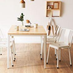 いいね!40件、コメント1件 ― sumicia interiorさん(@sumicia.interior)のInstagramアカウント: 「溶け込むインダストリアル・スタイル。スチール素材の無骨さと、ナチュラルな木目がマッチしたデザイン。正反対なようでいて、機能性と美しさを追求したバランス。スチール+紛体塗装×エンボス。まるでヴィンテージ素材のようなマットで無機質な質感。…」 Office Desk, Dining Table, Furniture, Instagram, Home Decor, Desk Office, Decoration Home, Desk, Room Decor