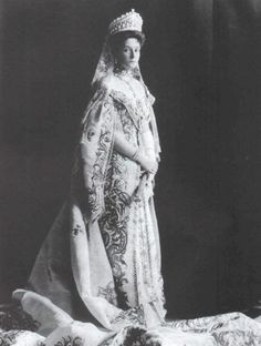 Tsarina Alexandra Feodorovna of Russia, 1905. I have a weird love of this period and Russian history