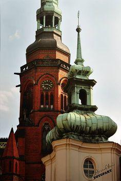 Jak pan młody z młodą panną :) Legnica, Katedra i Stary Ratusz fot. Arkadiusz Strzałkowski