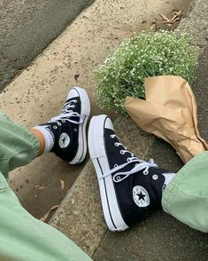Mode Converse, Converse Sneaker, Sneaker Outfits, Black Converse Outfits, Converse Hightops, Converse Style, White Converse, Moda Sneakers, Sneakers Mode