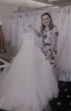 Gerti Zimmermann #brautmodentirolteam #brautmodentirol One Shoulder Wedding Dress, Wedding Dresses, Fashion, Bride Dresses, Moda, Bridal Gowns, Fashion Styles, Weeding Dresses, Wedding Dressses
