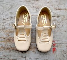 French Vintage 60/70's / kids shoes / beige leather / new old stock / size 23 ( EU ) / 7,5 ( US ) / 6 ( UK ) on Etsy, $39.47