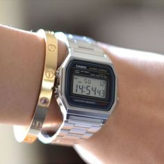 Factors to consider when purchasing a Casio watch. Aspects to consider when buying a Casio watch. There comes a time when people get tired of being late. Gold Gold, Cool Watches, Watches For Men, Casio Digital, Vintage Watches Women, Casio Vintage Watch, Retro Outfits, Vintage Handbags, Casio Watch